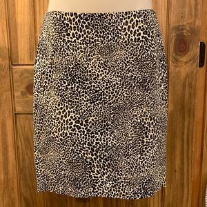 Leopard pencil skirt with back zip closure